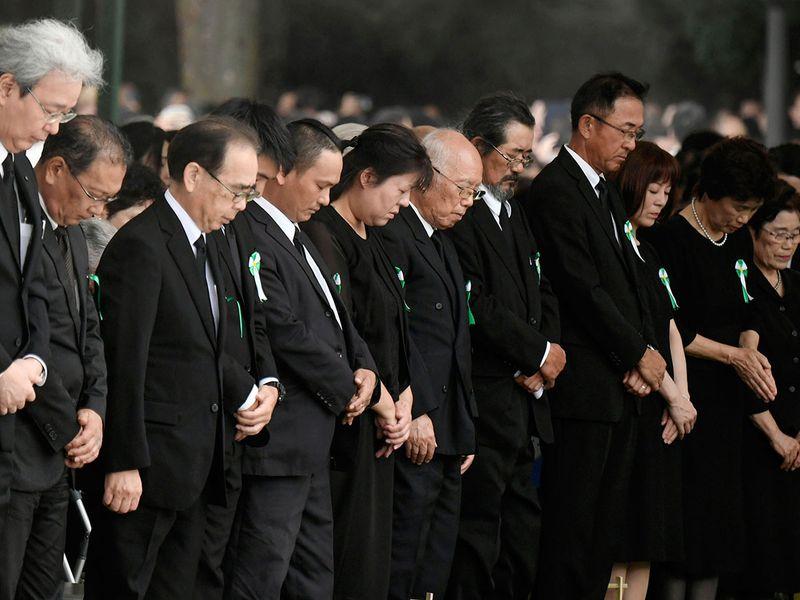 Hiroshima pray