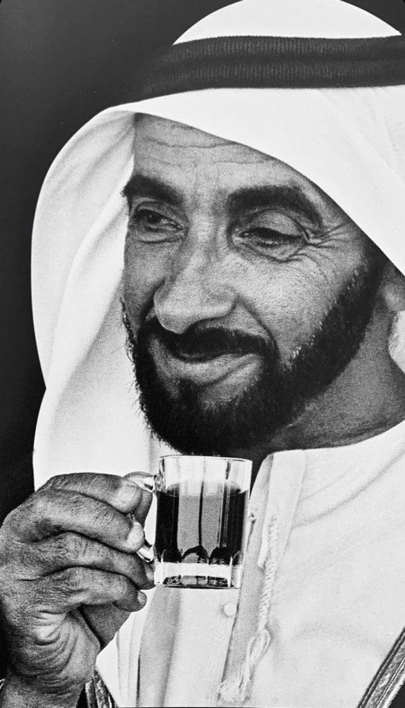 Sheikh Zayed drinking tea