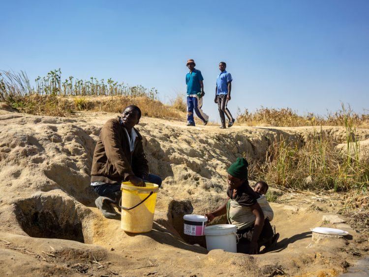 Zimbabwe..-1565163526587