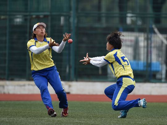 Shanghai players trying to catch a ball