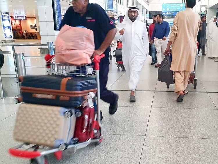 190809 passengers at Dubai Airport
