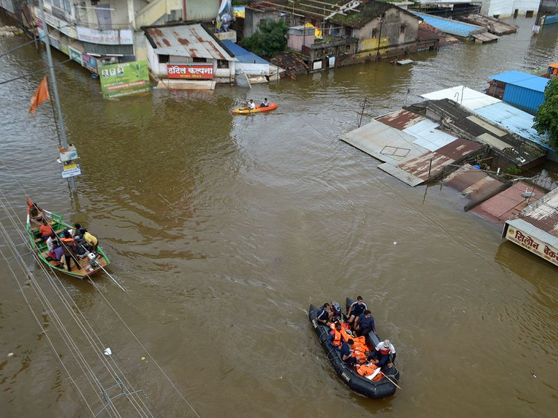 Navy personnel evacuate flood-affected people to safer places in Sangli 0202
