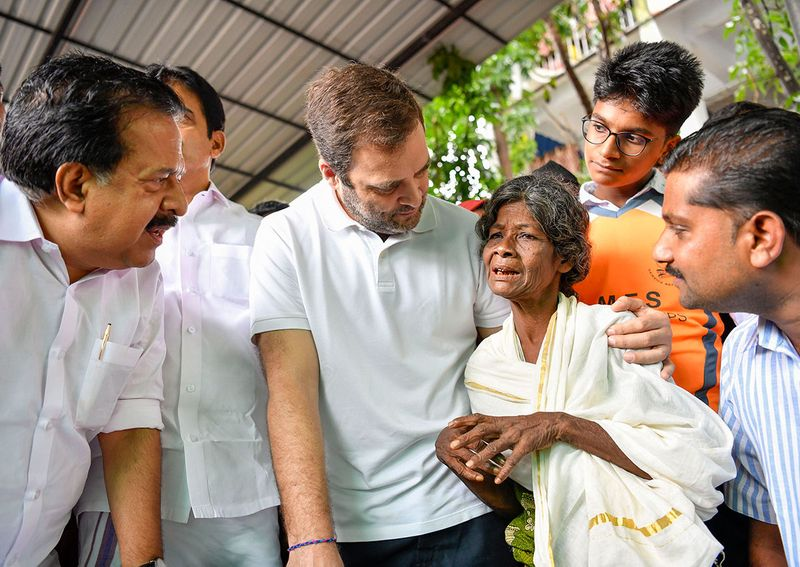 Congress leader Rahul Gandhi interacts with the flood victims at Kaithapoil