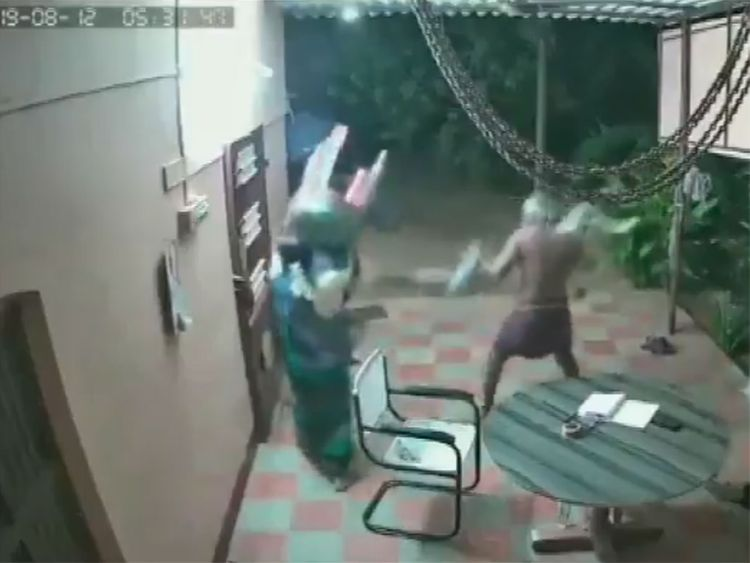 Elderly couple in Tamil Nadu, India, fight armed robbers