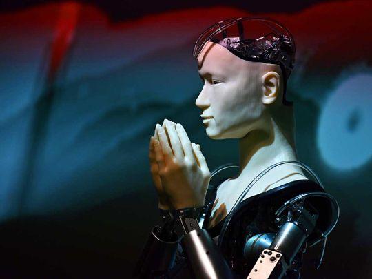 190814 robot priest