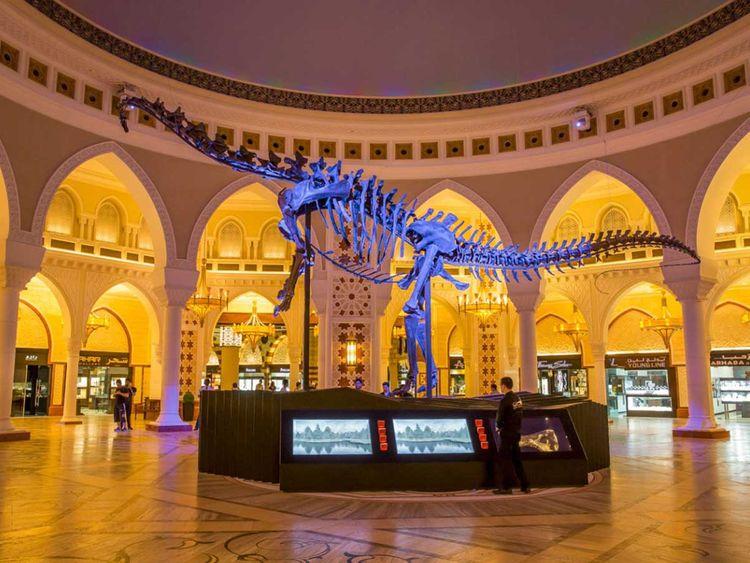 190816 dubai mall dinosaur