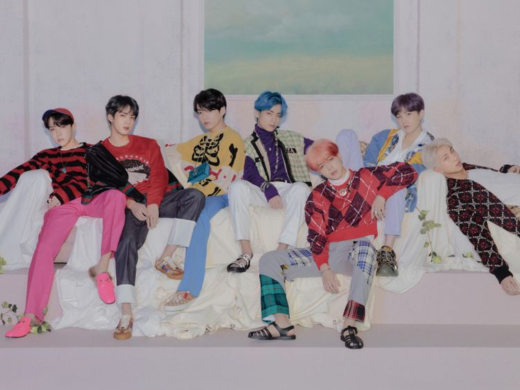 BTS - left to right -J-Hope, Jin, Jungkook, V, Jimin, Suga and RM-1566653529064
