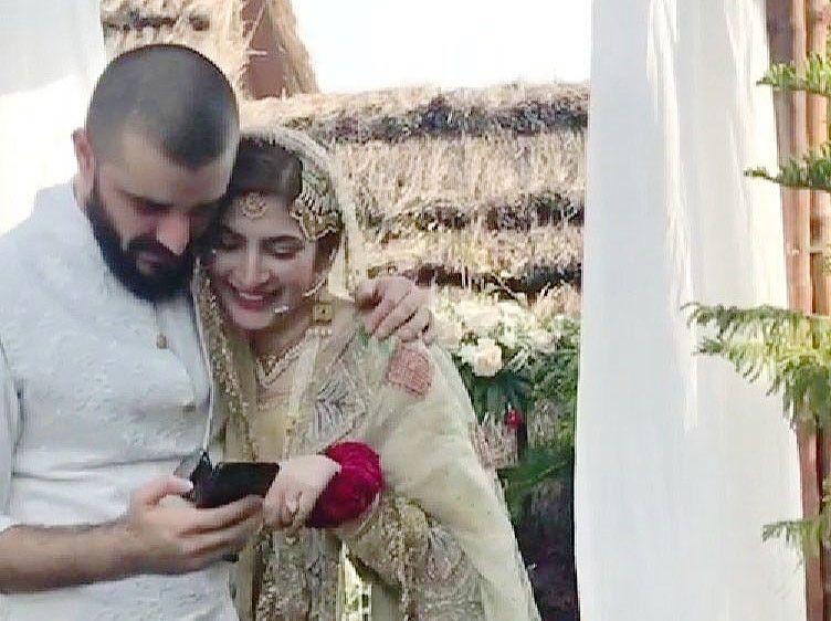 Hamza Ali Abbasi and Naimal Khawar cozy up for a selfie-1566799732218