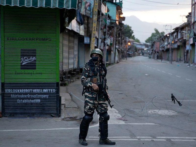 Kashmir curfew soldier