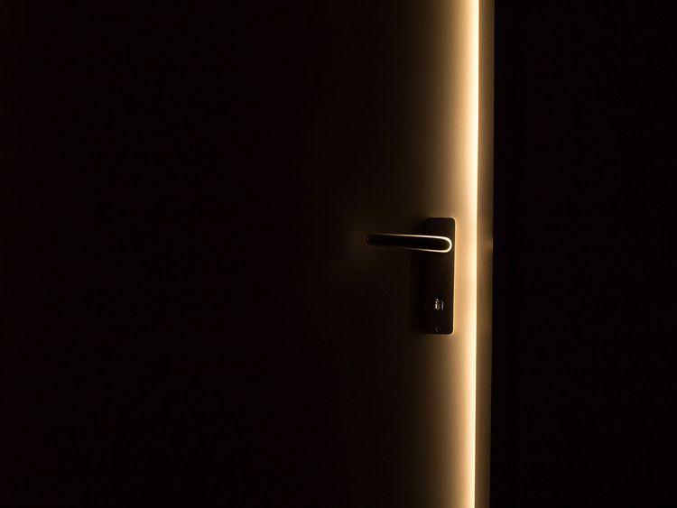 dark-1852985_1920 open room door generic