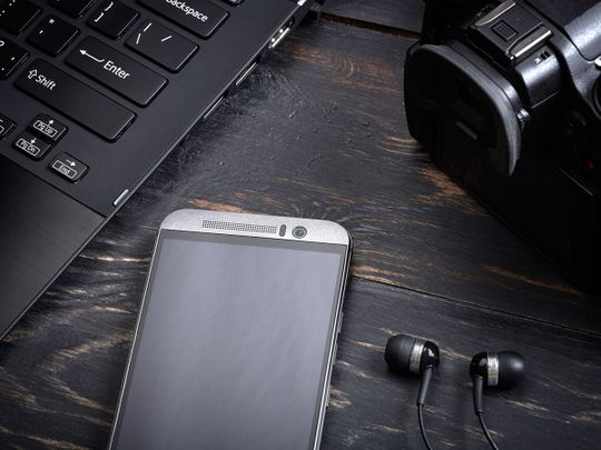 shutterstock_323810783 gadgets generic