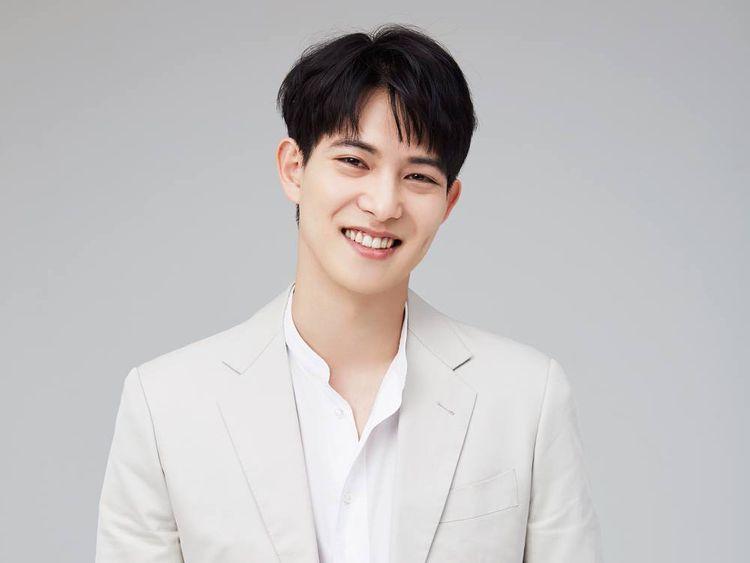 Lee Jong-hyun 2-1567259555802
