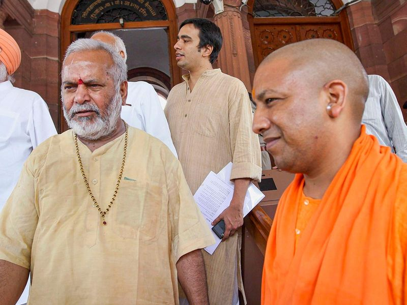 Chinmayanand with Yogi Adityanath 20190902