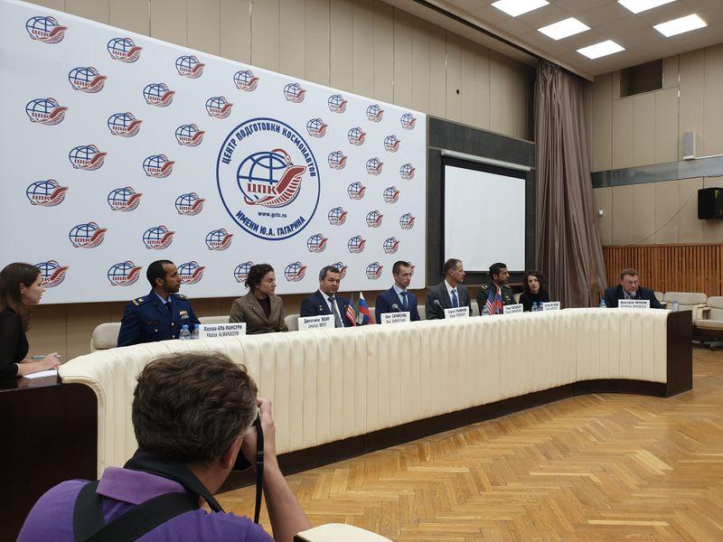 NAT_190905 Astronauts at press conference