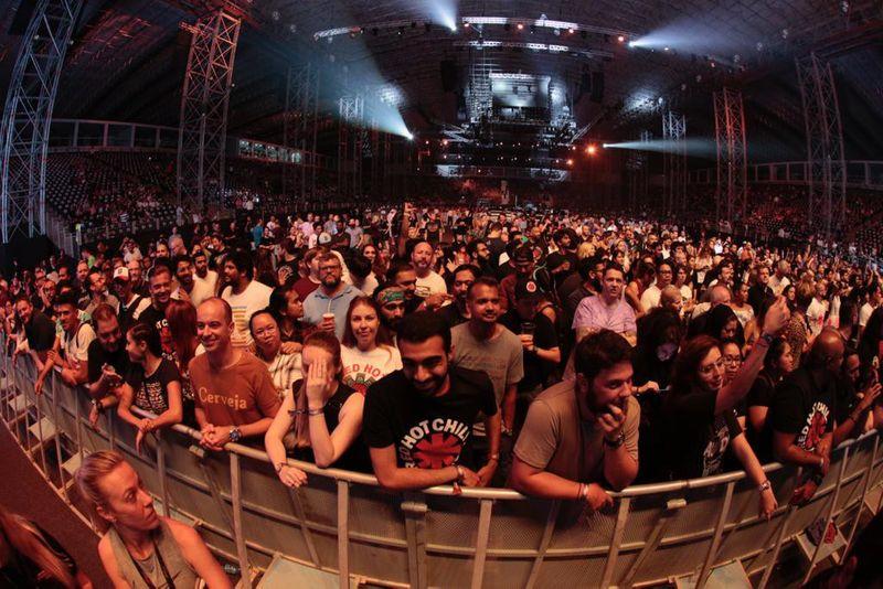 RHCP crowd 2-1567668436586