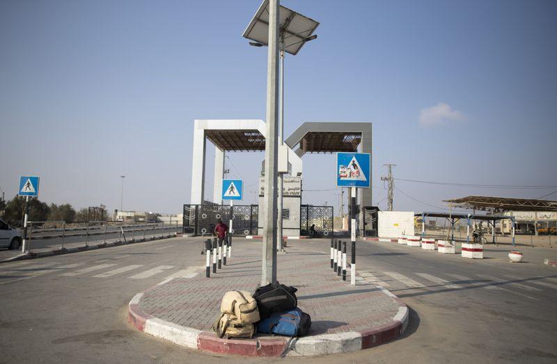 Copy of Palestinians_Leaving_Gaza_82689.jpg-1270d~1-1568014385486