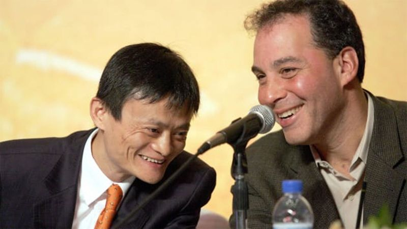 Alibaba.com founder Jack Ma (L) and Yahoo's chief operating officer at the time Daniel Rosensweig 0121