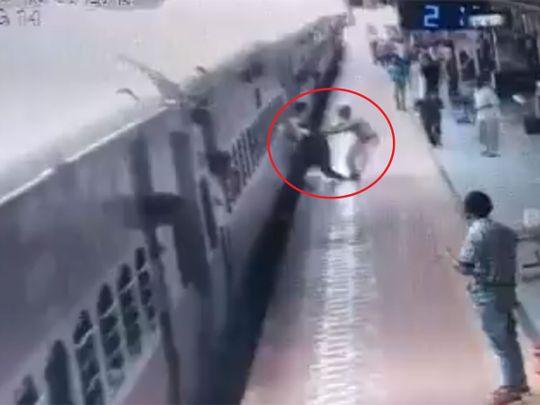 RPF Constable in Maharashtra Saves Passenger at Manmad Station