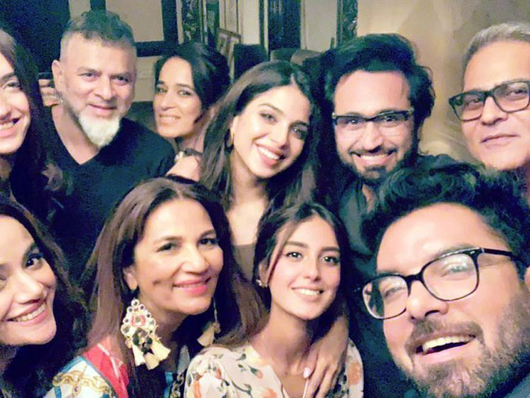 Yasir Hussain takes Frieha Altaf's birthday selfie with Iqra Aziz, Sonya Hussyn, Asad ul Haq and others-1569221163262