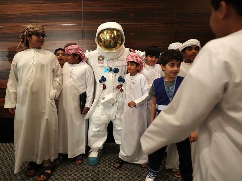 Emirates_Astronaut_71170