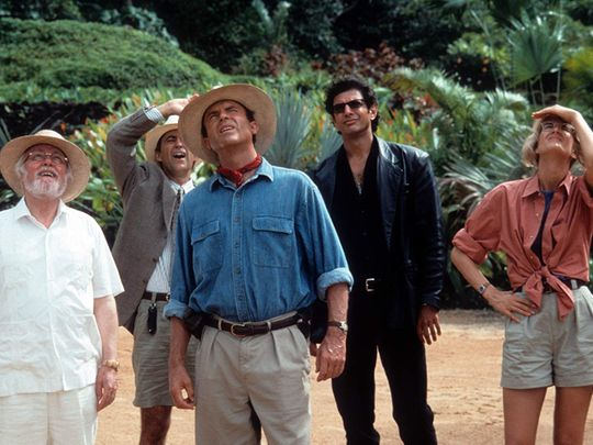 Jeff Goldblum, Richard Attenborough, Laura Dern, Sam Neill, and Martin Ferrero in Jurassic Park-1569485719201