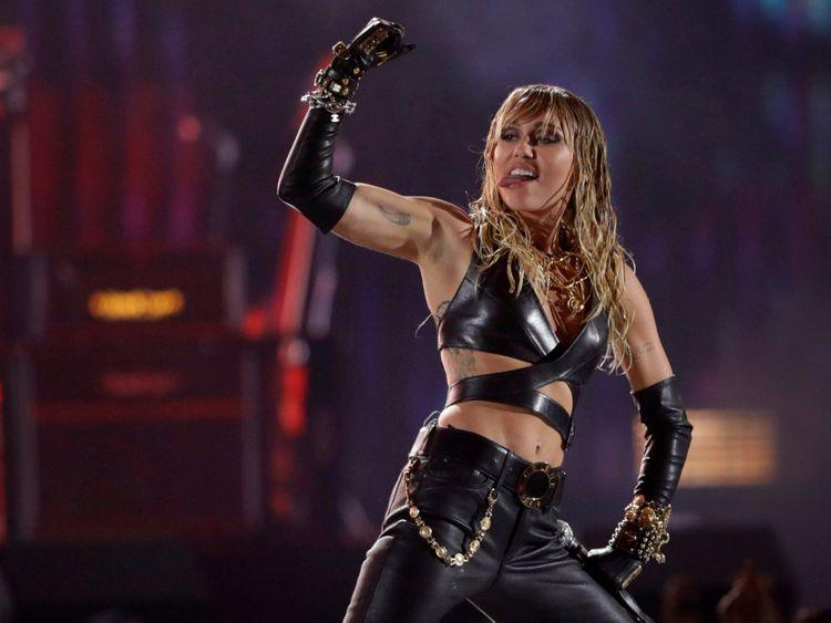 TAB 190926 Miley Cyrus-1569483215381