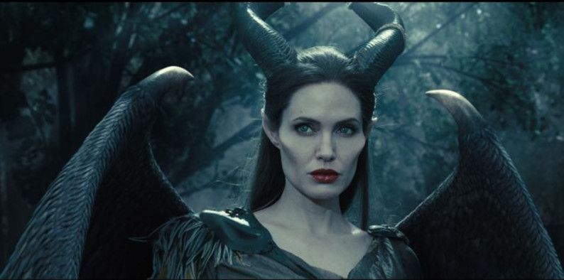Angelina Jolie in Maleficent-1569998100019