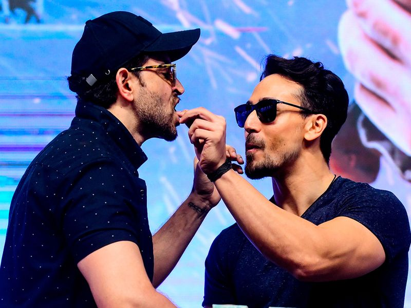 Hrithik Roshan (L) and Tiger Shroff