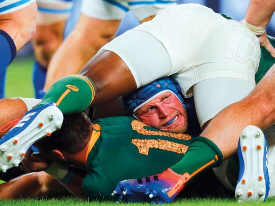 Springboks outmuscle 14-man Italy to move top of Pool B