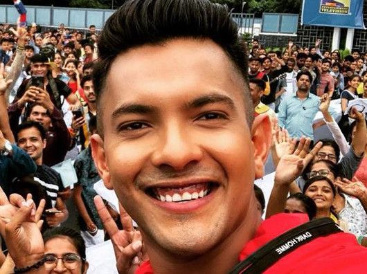 Aditya Narayan launches new single 'Lillah'