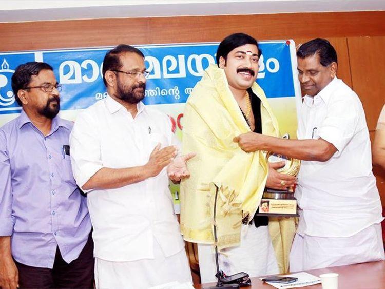 Krishnakumar honoured by politician Thiruvanchoor Radhakrishnan