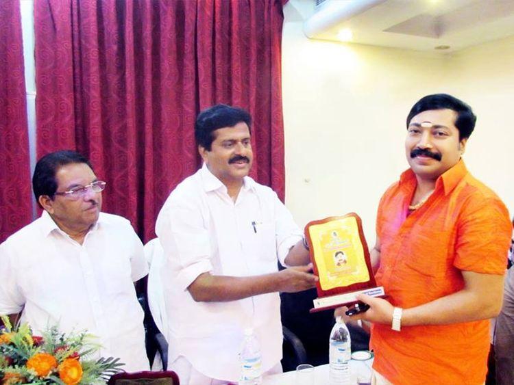 Krishnakumar with VS Shivakumar