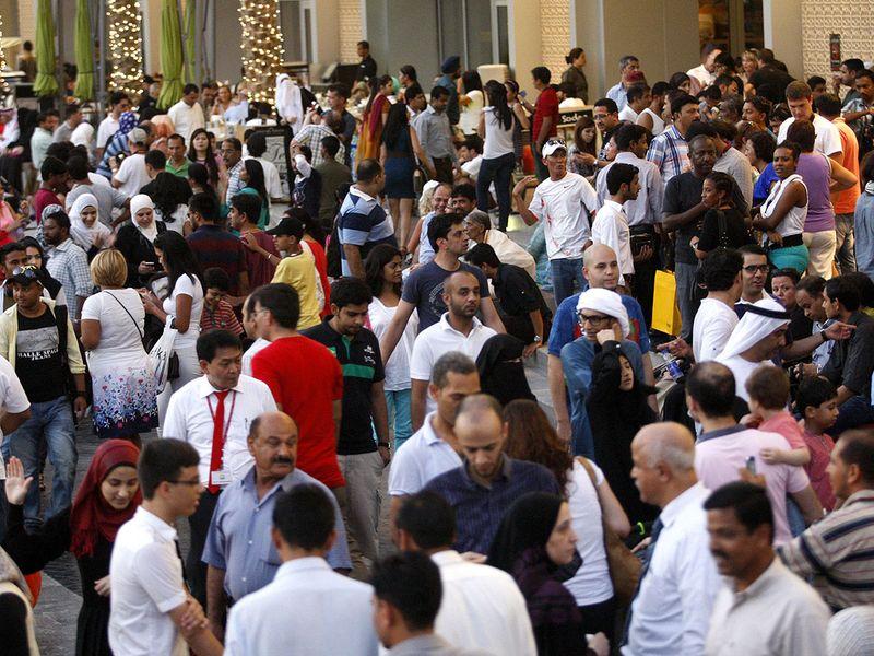 DUBAI-MULTICULTURAL-PEOPLE
