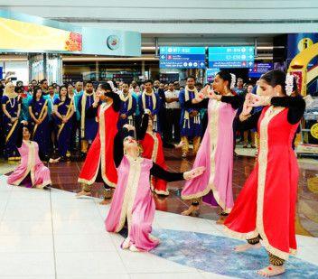 https://imagevars.gulfnews.com/2019/10/22/Diwali-Dubai-Duty-Free-1571725198633_16df21f4529_original-ratio.jpg
