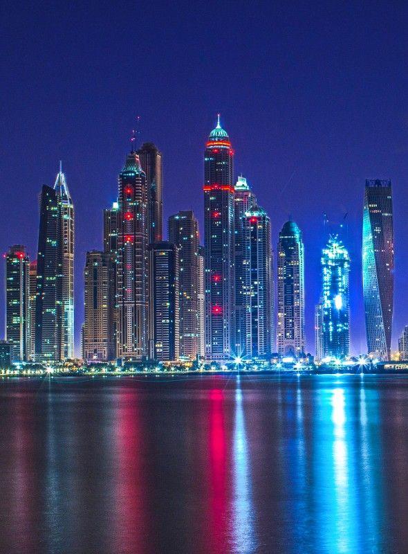 جمال الإمارات تظهرها مثيرة
