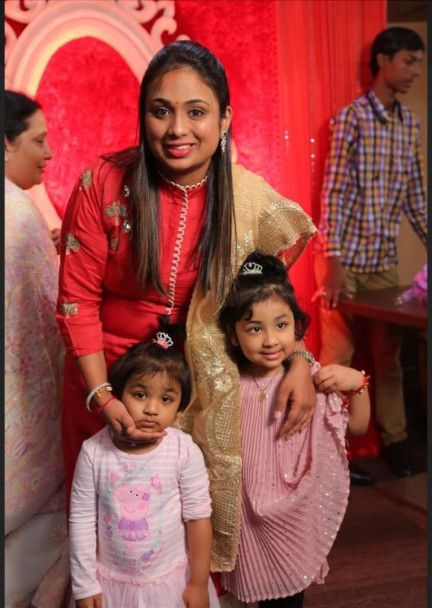 NAT 191024 Ritika with her two daughters.-1571907471778