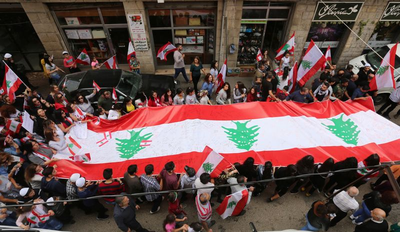 Copy of 2019-10-25T111506Z_1667196669_RC1D8675FAA0_RTRMADP_3_LEBANON-PROTESTS [1]-1572002682912