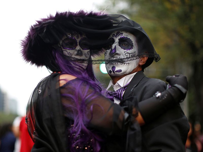 2019-10-27T014309Z_1797226170_RC1FE87A8F90_RTRMADP_3_MEXICO-DAYOFTHEDEAD-PARADE-(Read-Only)