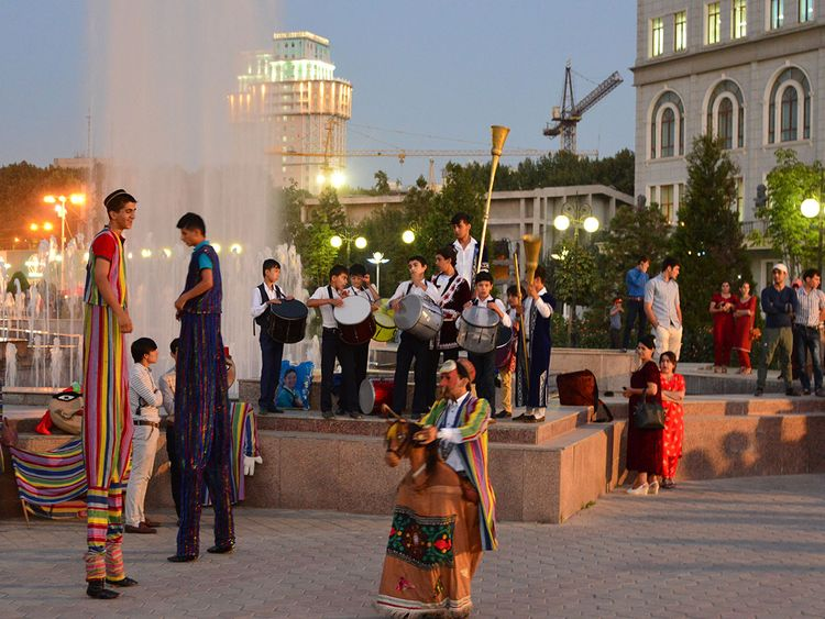 Lively evening with musicians and performers on Dusti square, Dushanbe, Tajikistan