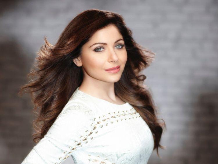 Kanika Kapoor 2-1572348538936