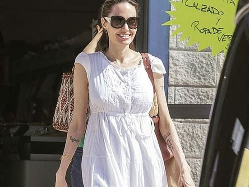 Angelina Jolie  at the store in Fuerteventura