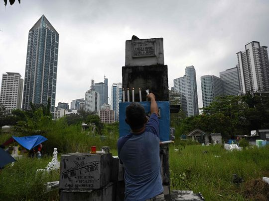 Filipinos pack cemeteries to remember the dead