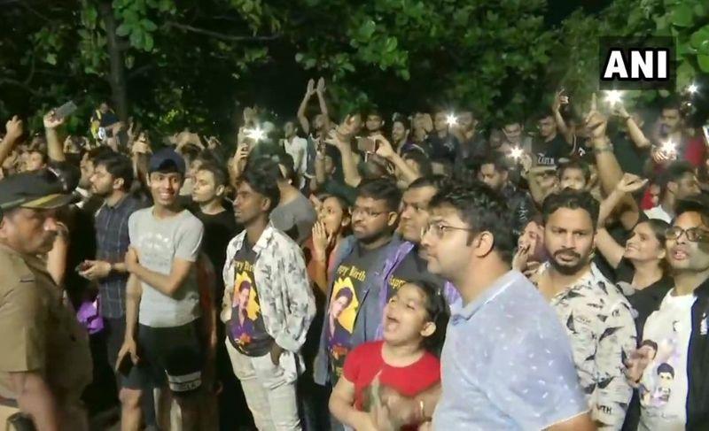SRK crowd 0121