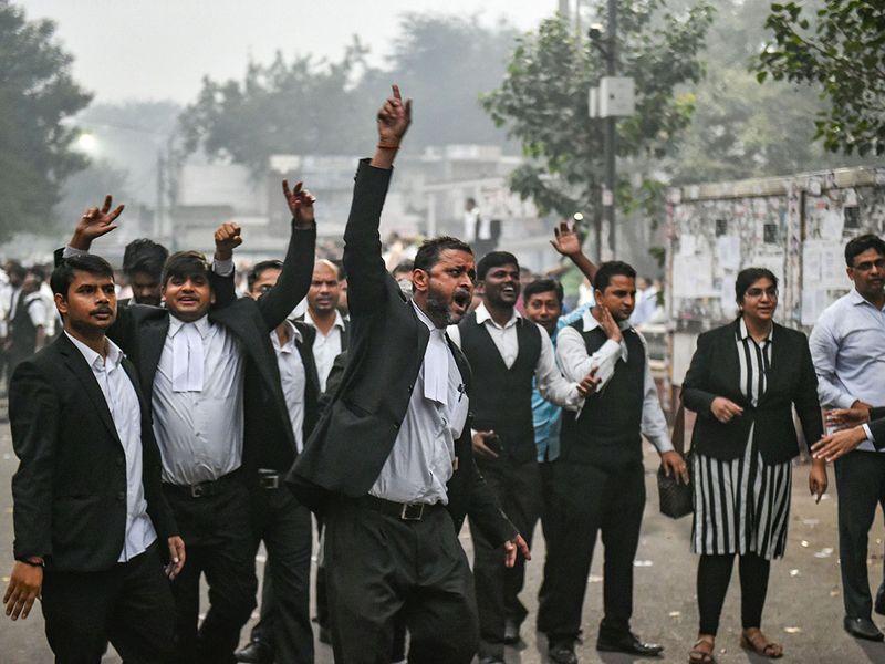cop lawyer delhi fight