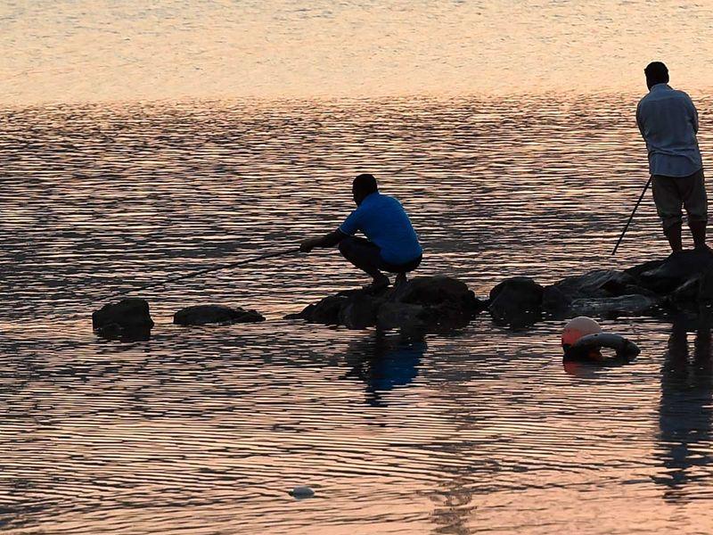 191103 people fishing