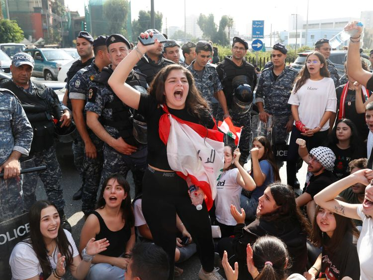 Copy of 2019-11-06T095250Z_75909974_RC2L5D90UAKG_RTRMADP_3_LEBANON-PROTESTS [1]-1573039058179