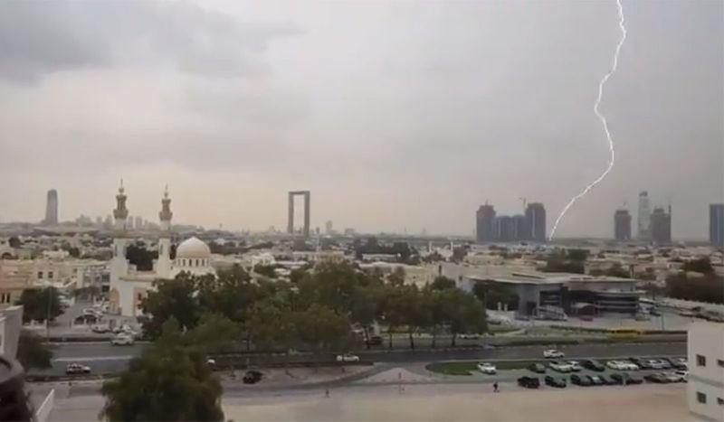 Rain Dubai lightning