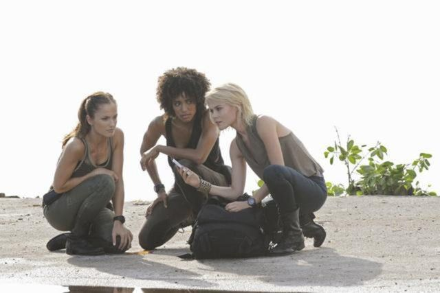 Minka Kelly, Rachael Taylor, and Annie Ilonzeh in Charlie's Angels (2011)1-1573570876356