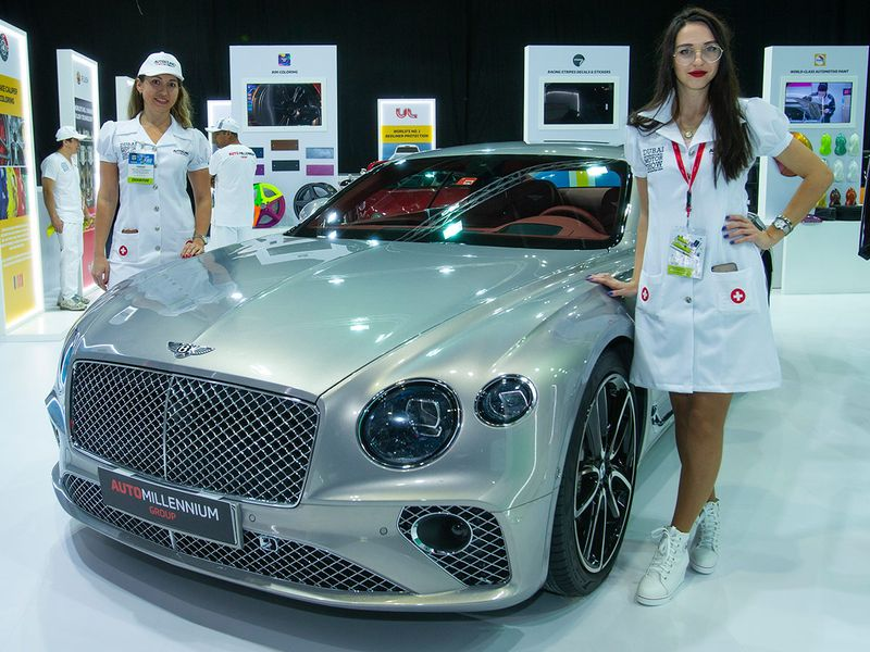 WH_191111_Motorshow_ModelsWithCars04