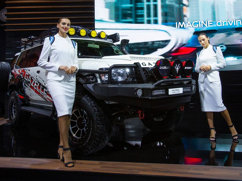 WH_191111_Motorshow_ModelsWithCars07
